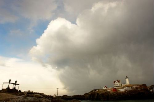 nubble lighthouse clouds 2