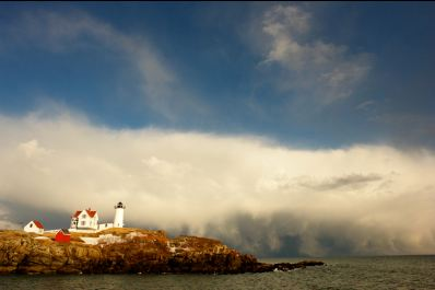 nubble lighthouse clouds