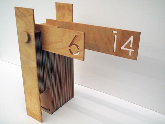 desk wooden calendar 1